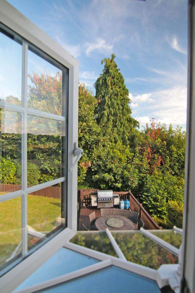 5 Bedrooms Detached House for sale in Fox Lane, Keston BR2