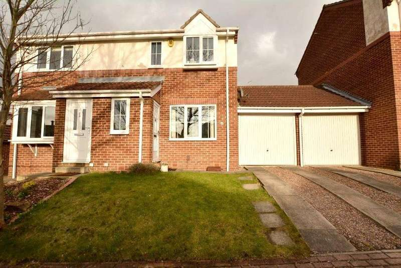 2 Bedrooms Semi Detached House for sale in The Wickets, Leeds, West Yorkshire