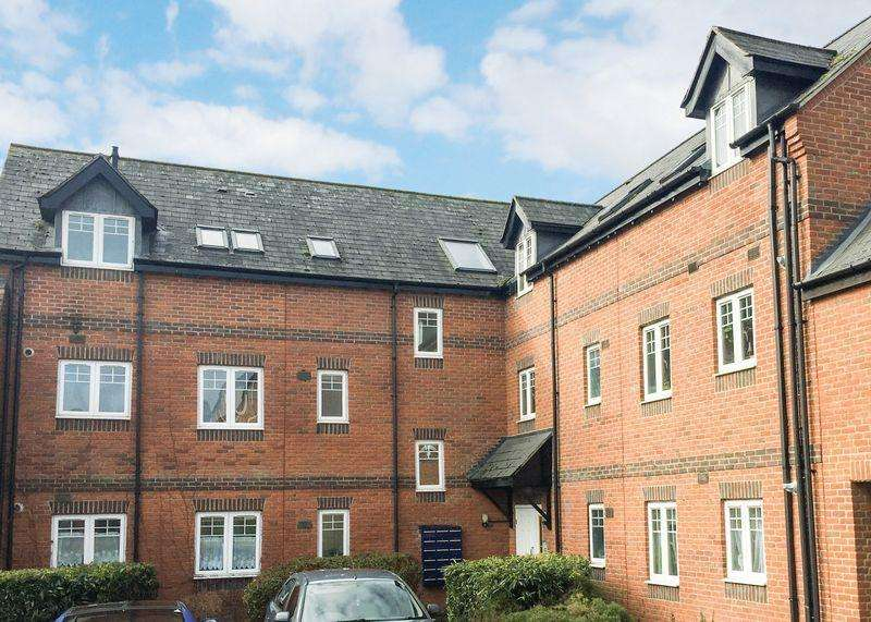 2 Bedrooms Apartment Flat for sale in Chapel Close, Wantage