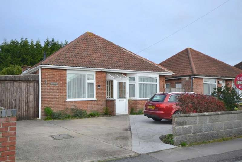 2 Bedrooms Detached Bungalow for sale in Mossley Avenue, Wallisdown, Poole