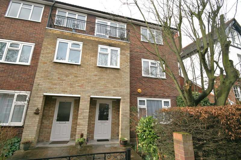 3 Bedrooms Maisonette Flat for sale in Blakesley Court, Blakesley Avenue, Ealing, London W5
