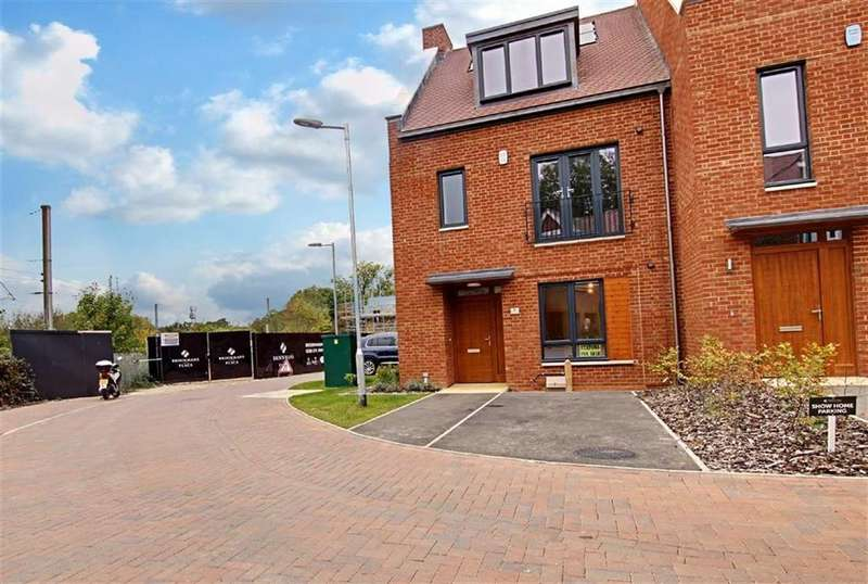 4 Bedrooms End Of Terrace House for rent in Green Close, Brookmans Park, Hertfordshire