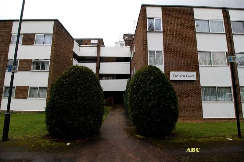 2 Bedrooms Flat for sale in Coniston Court,Stonegrove, Edgware