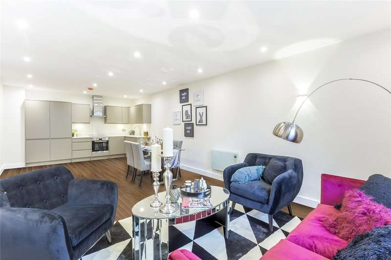 2 Bedrooms Flat for sale in Walsingham House, 1331 High Road, Whetstone, London, N20