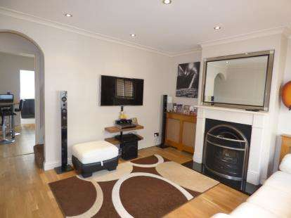 2 Bedrooms Terraced House for sale in 52 Hawthorn Avenue, Rainham