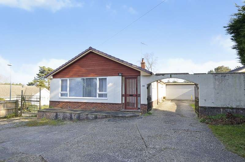 3 Bedrooms Bungalow for sale in Ameysford Road, Ferndown