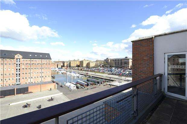 2 Bedrooms Flat for sale in The Barge Arm, The Docks, GLOUCESTER, GL1 2DN