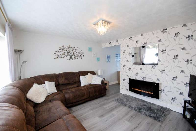 3 Bedrooms Semi Detached House for sale in Lilac Walk, Hebburn