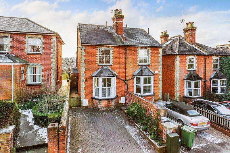 3 Bedrooms Semi Detached House for sale in Guildford, Nightingale Road