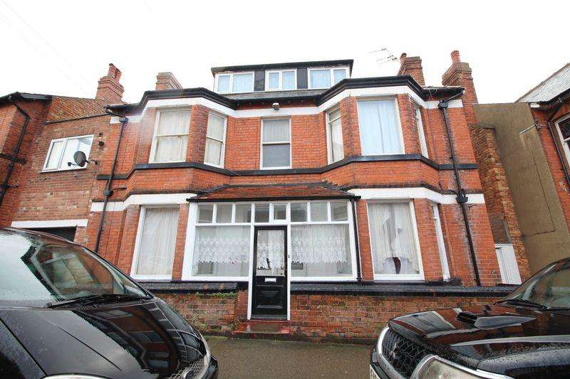 11 Bedrooms Semi Detached House for sale in Tennyson Avenue, Scarborough