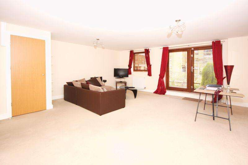 3 Bedrooms Terraced House for sale in Commonwealth Drive, Crawley