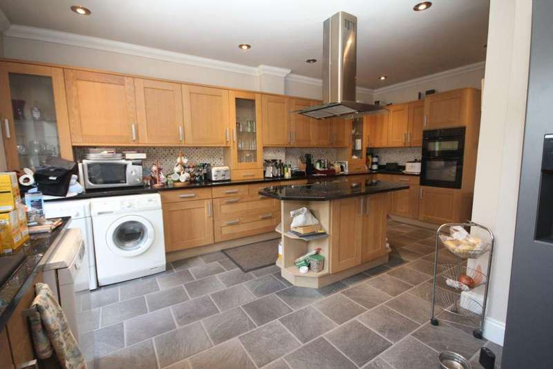 4 Bedrooms Semi Detached House for sale in Martens Avenue, Bexleyheath, DA7