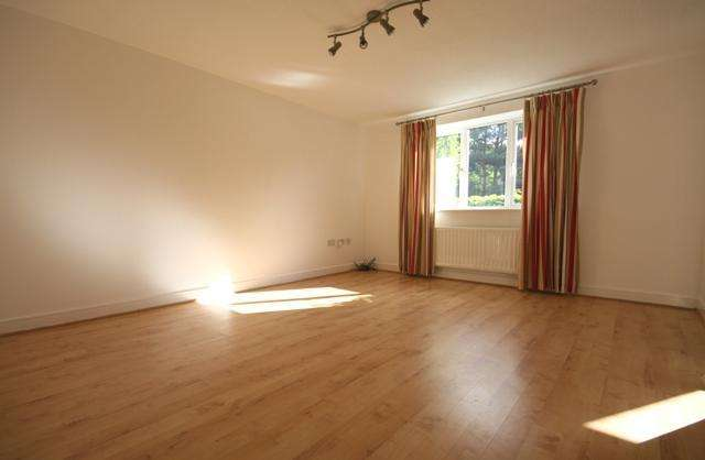 2 Bedrooms Flat for sale in Abington Drive, Banks, Southport, PR9 8GX
