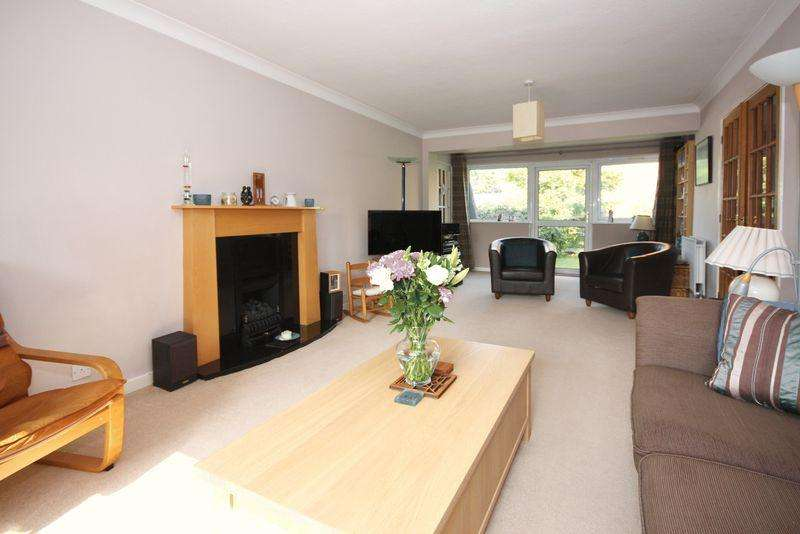 5 Bedrooms Detached House for sale in Athelstan Way, Horsham