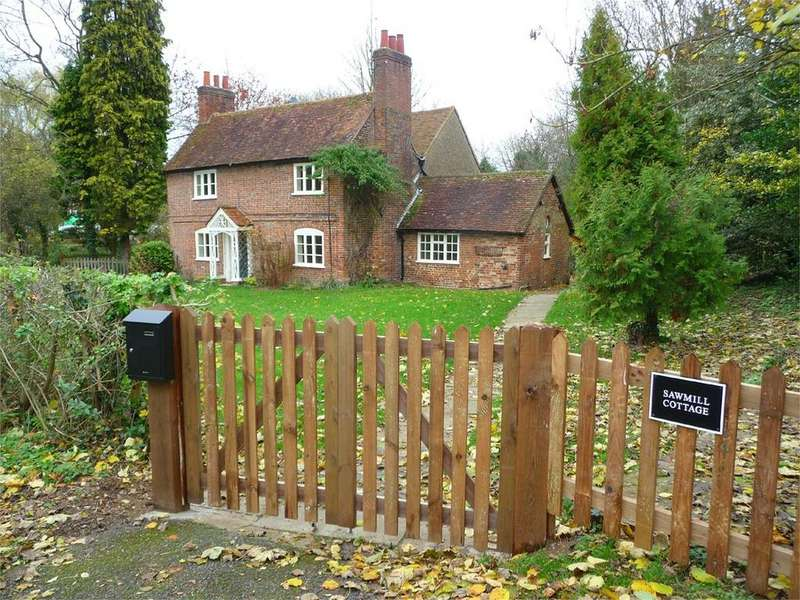 3 Bedrooms Cottage House for rent in Saw Mill Cottage, Hatfield Park, HATFIELD, AL9