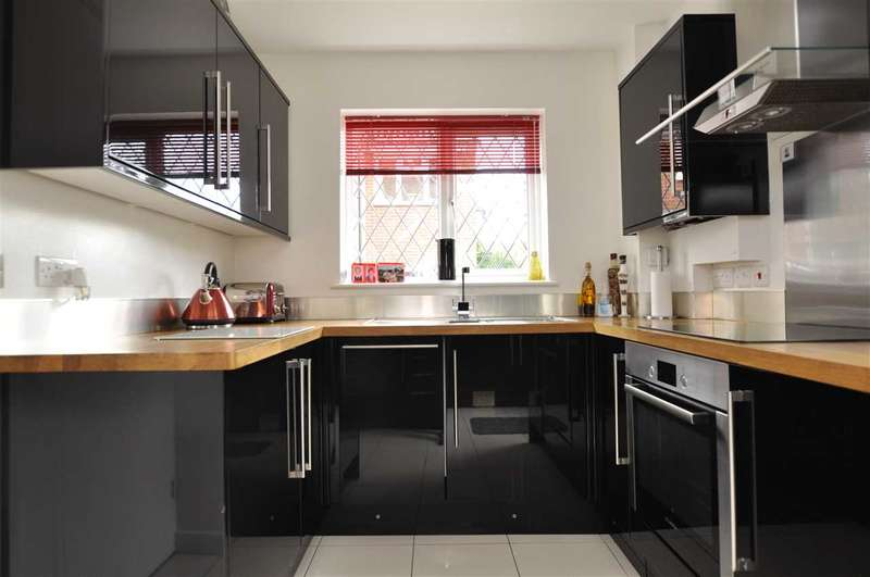 3 Bedrooms Detached House for sale in Golding Thoroughfare, Chelmer Village
