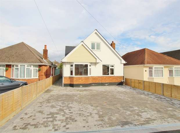 4 Bedrooms Chalet House for sale in Darbys Lane, Oakdale, POOLE, Dorset