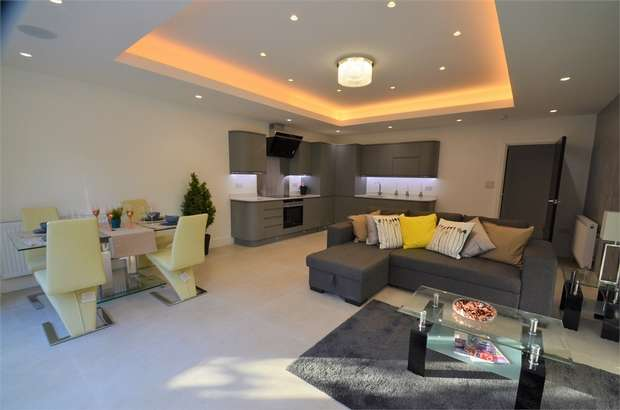 3 Bedrooms Flat for sale in Langley Park, Mill Hill