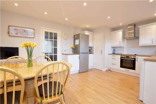 3 Bedrooms Terraced House for sale in The Bassetts, Stroud, Gloucestershire, GL5 4SL