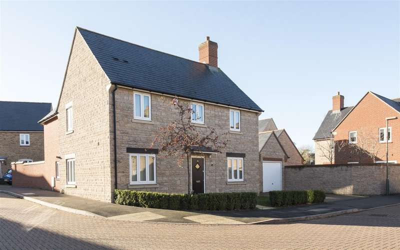 4 Bedrooms Detached House for sale in Aldous Drive, Bloxham, Banbury