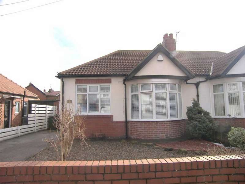 2 Bedrooms Semi Detached Bungalow for sale in Chatsworth Gardens, West Monkseaton, Tyne & Wear, NE25