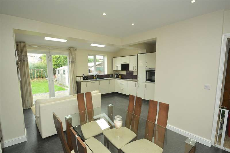 3 Bedrooms Semi Detached House for sale in Carlton Road, Long Eaton