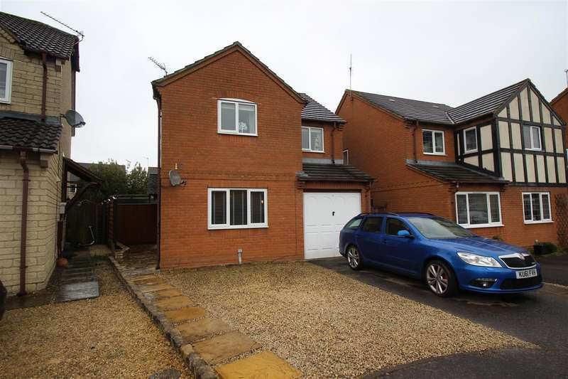 4 Bedrooms Detached House for sale in Sedgefield Way, Chippenham