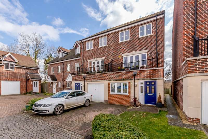 4 Bedrooms Town House for sale in Farnham