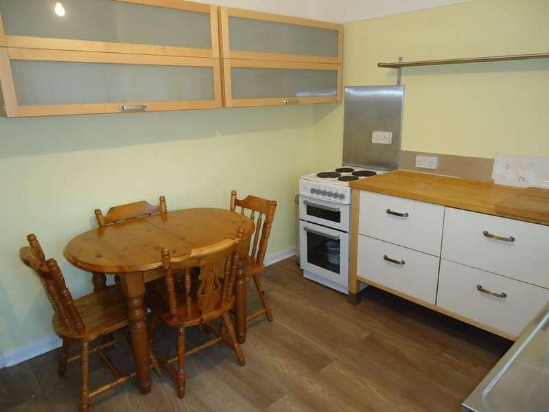 3 Bedrooms Semi Detached Bungalow for rent in Harlech Avenue, Wigan