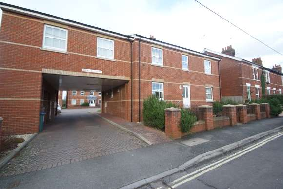 2 Bedrooms Flat for rent in Mansell Court, Station Road, Whitchurch