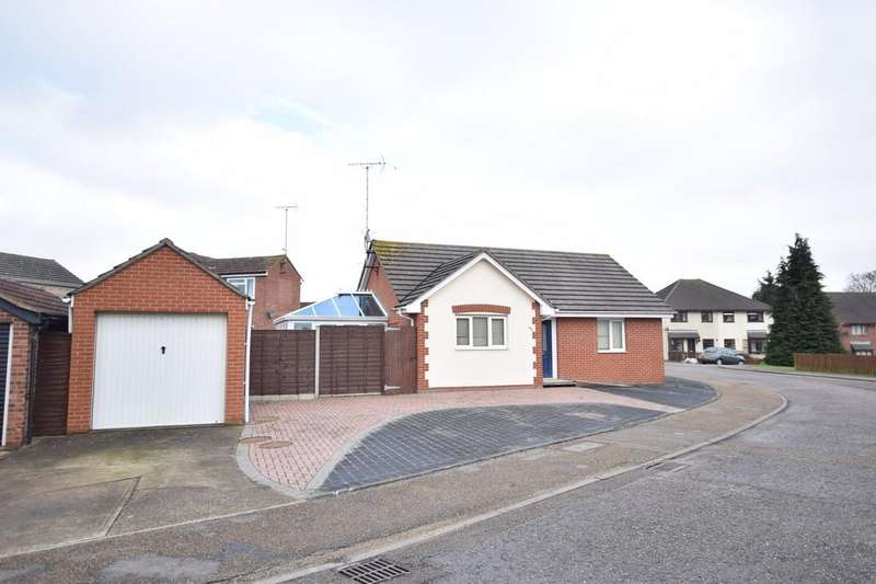 2 Bedrooms Detached Bungalow for sale in Gilberd Road, Colchester, CO2 7LR