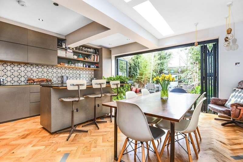 4 Bedrooms Terraced House for sale in Halliwell Road, Brixton