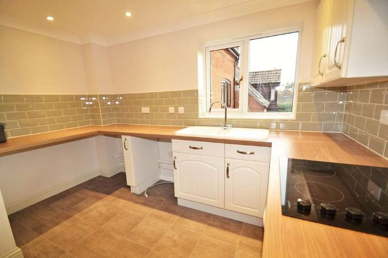 2 Bedrooms Apartment Flat for rent in Holt