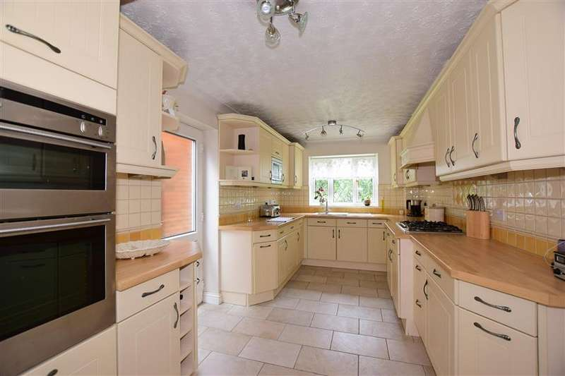 4 Bedrooms Detached House for sale in Cheltenham Close, Singlewell, Gravesend, Kent