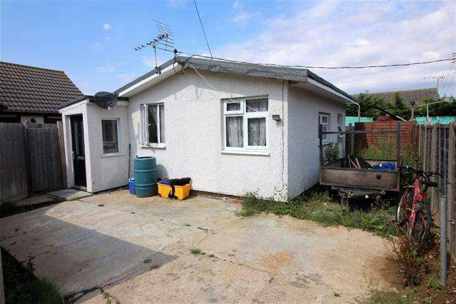 2 Bedrooms Detached Bungalow for sale in Broadway, Jaywick Sands, Clacton on Sea