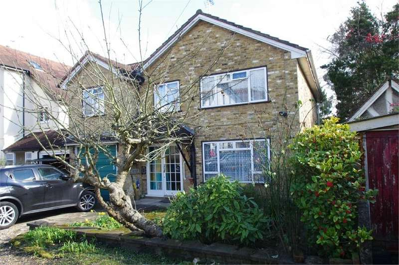 4 Bedrooms Detached House for sale in Wellington Avenue, Hatch End, PINNER, Middlesex