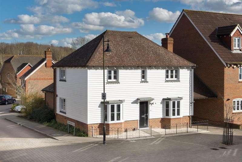 3 Bedrooms House for sale in Running Foxes Lane, Singleton, Ashford