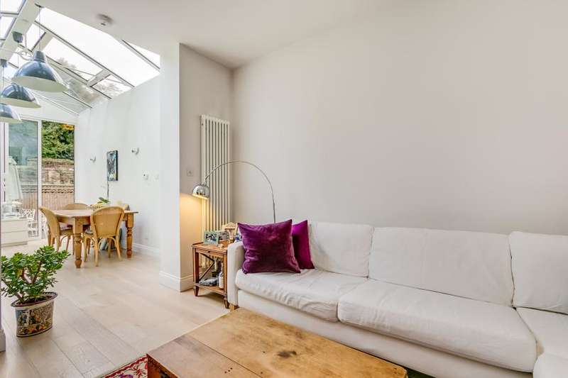 3 Bedrooms Apartment Flat for sale in Arlington Gardens, Chiswick W4