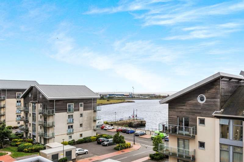 2 Bedrooms Penthouse Flat for sale in Glanfa Dafydd, Barry