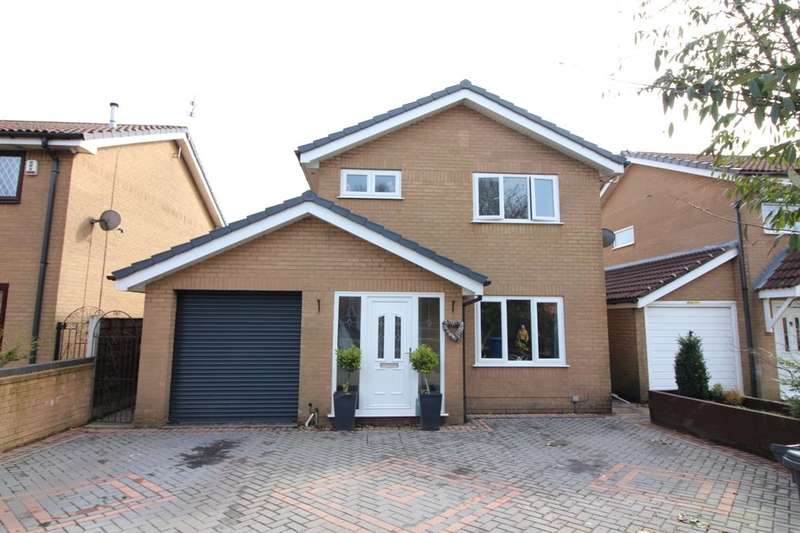 3 Bedrooms Detached House for sale in Woodhill Road, Bury, BL8