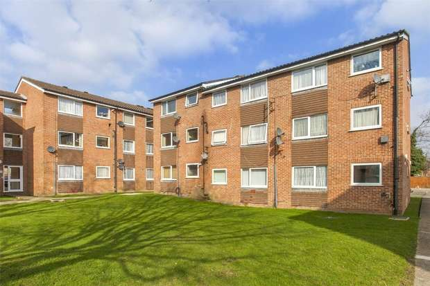 1 Bedroom Flat for sale in Huxley Close, Northolt, Greater London