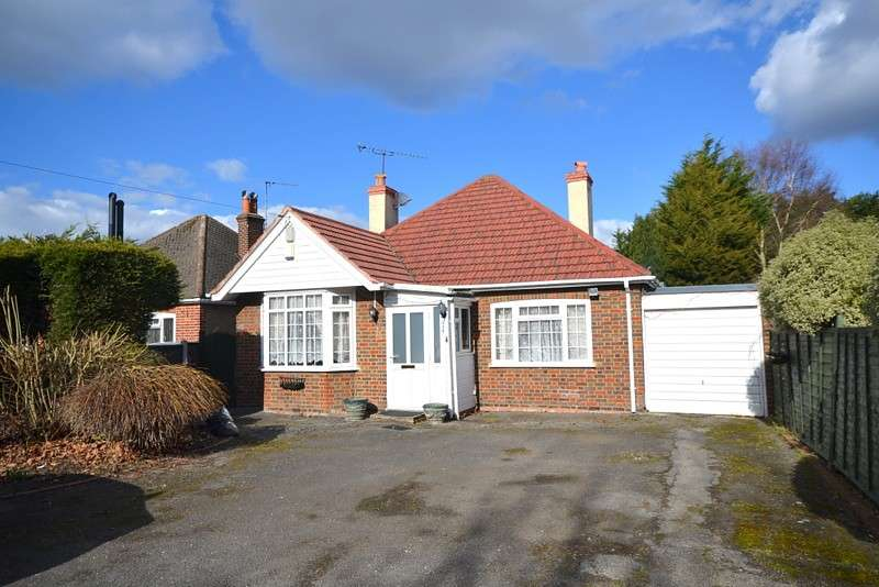 4 Bedrooms Detached Bungalow for sale in Chertsey