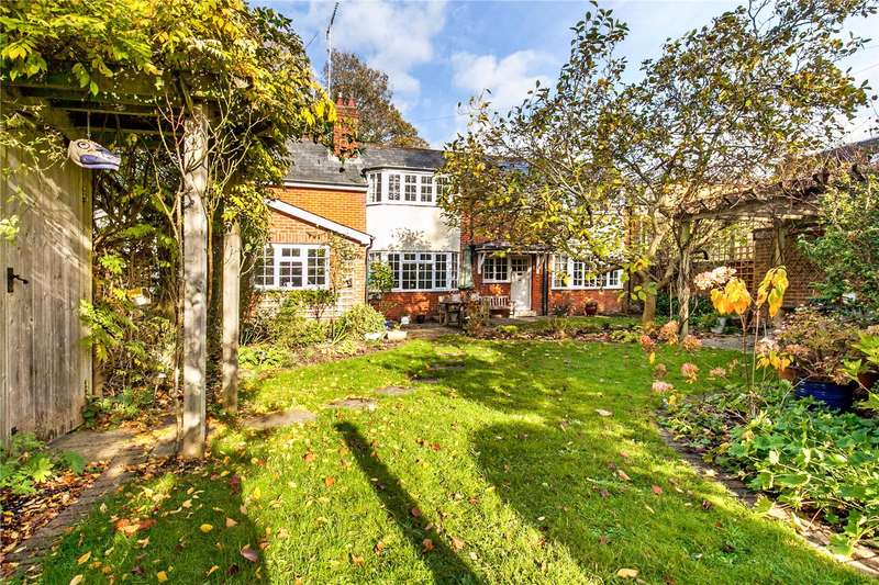 4 Bedrooms Detached House for sale in Barnes Close, Winchester, Hampshire, SO23