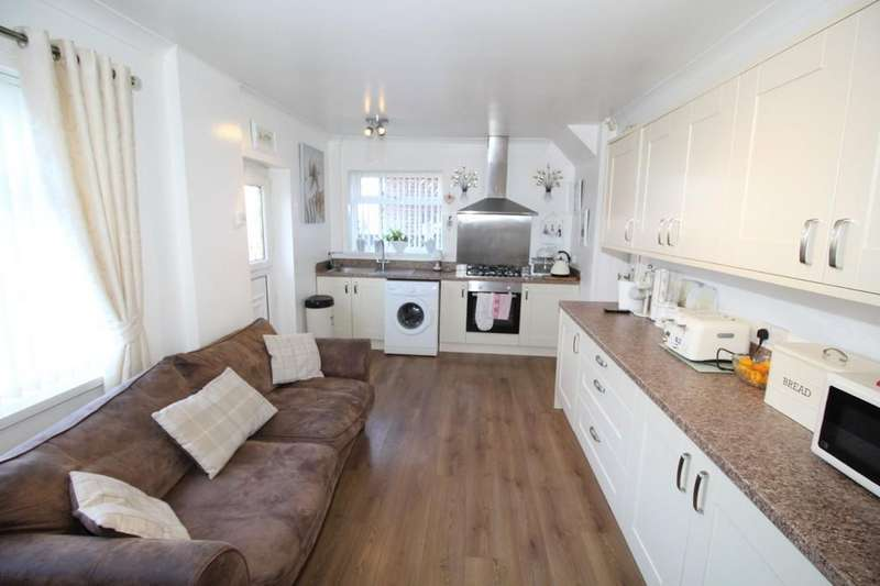 3 Bedrooms Semi Detached House for sale in Sunny Bank, Normanton