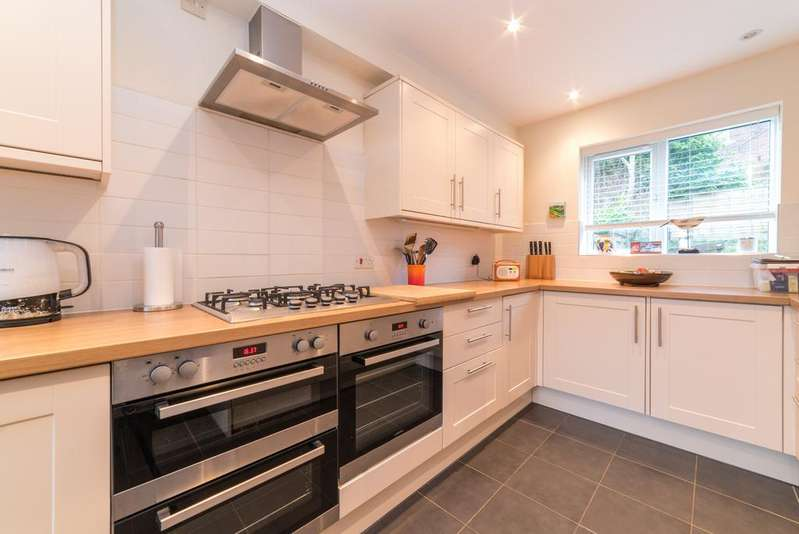 3 Bedrooms End Of Terrace House for sale in Beckets square, Berkhamsted HP4