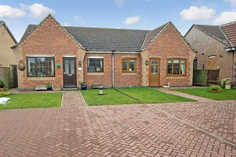 2 Bedrooms Semi Detached Bungalow for sale in Rowan Close, Gobowen, Oswestry