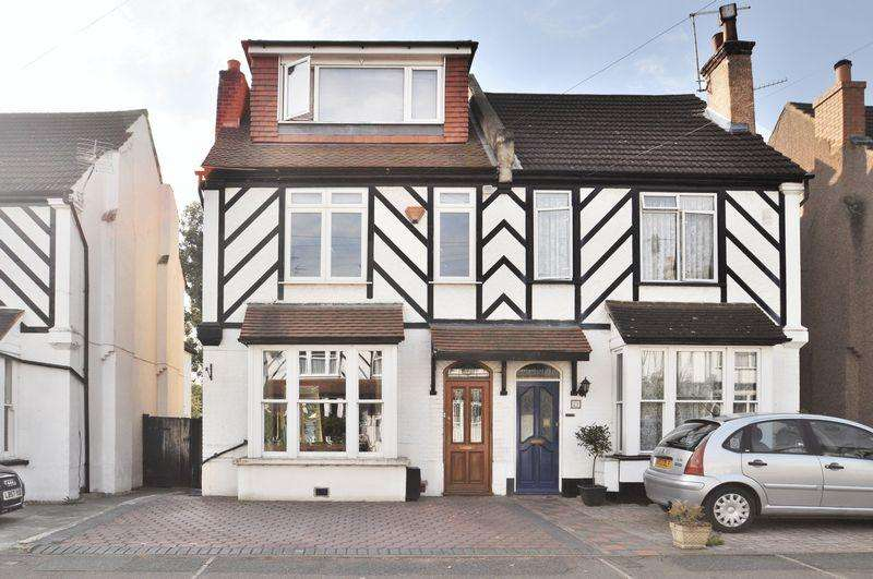 4 Bedrooms Semi Detached House for sale in Salisbury Road, Bexley Village
