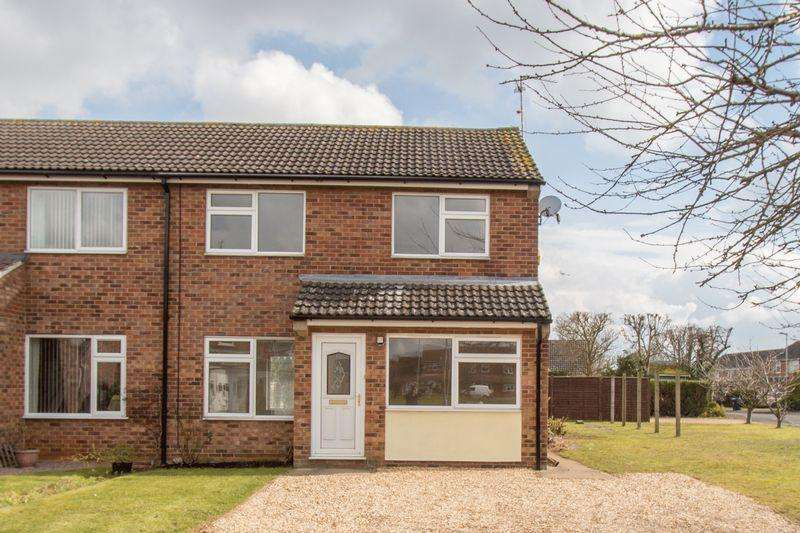 3 Bedrooms Semi Detached House for sale in Fife Close, Stamford
