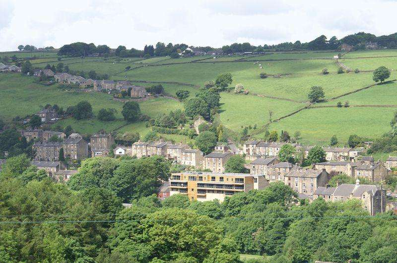 2 Bedrooms Apartment Flat for sale in Riverview, Ripponden, HX6 4BL