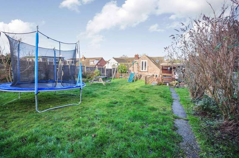 4 Bedrooms Semi Detached House for sale in Hillview Close, Rowhedge, CO5 7HS